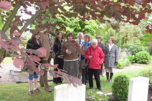 Gerald Hood's family at his graveside in Almelo for the first time, accompanied by members of the Zenderen Liberation Comittee