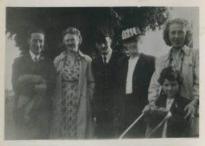 Eddie Ramsden, Mrs Bruin, Leonard Ramsden, Annie Ramsden, Miss Bruin and Anne Ramsden at graveside